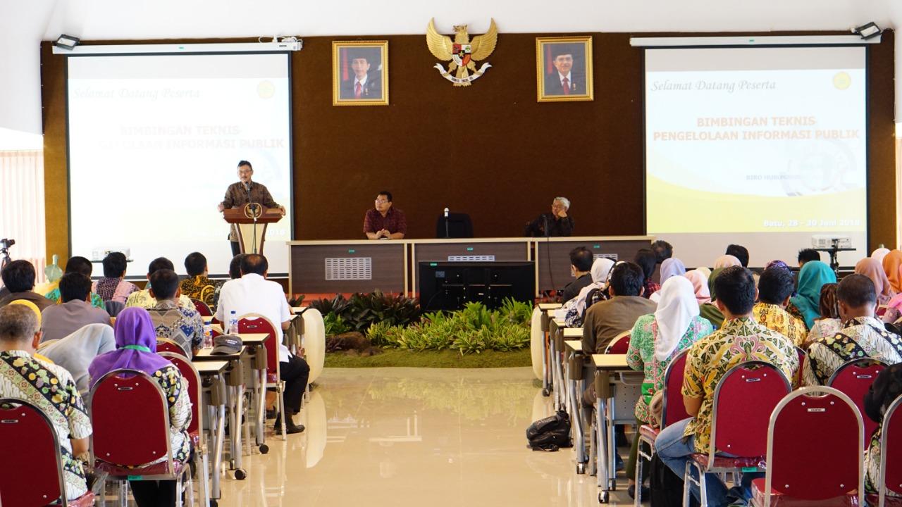Sekjen Kementan : Membuka Bimbingan Teknis Pengelolaan Informasi Publik Wilayah Tengah