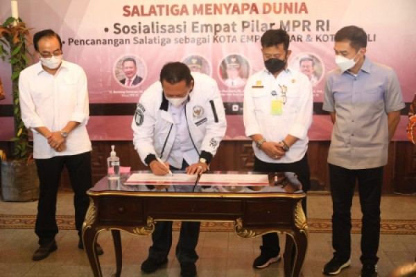 Ketua MPR RI: Masa Depan Indonesia ada pada Desa dan Bertani
